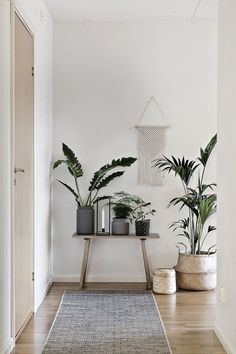 Apartment Living Ideas Hallway Corridor Hall Furniture Wardrobe Houseplants B Retro Home Decor, Diy Home Decor, Home Decoration, Art Decor, Hall Furniture, Apartment Furniture, Furniture Ideas, Furniture Assembly, Cheap Furniture