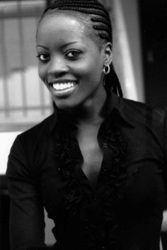 Florence Kasumba (Sara Holmes)