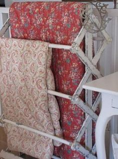 Use an old drying rack - Great idea and many times you can find an old time worn drying rack at fleamarkets and yard sales. What a nice way to display your quilts ♥ Decor, Yard Sale Clothes Rack, Clothing Rack, Display, Decor Design, Diy Yard Decor, Yard Sale Display, Yard Design, Grey Linen Bedding