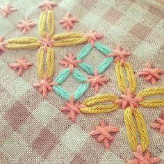 Probando con chicken scratch #lanusa #embroidery #bordado #chicken scratch #vichy