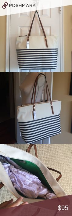 """1 HOUR SALEBanana Republic striped tote Perfect for the summer!! I love this tote for a day on the beach or a walk by the beach!! Two straps. Plenty of room on the inside. Measures 20""""x14"""". Synthetic leather , zipper closure on top, one zipper on the inside. Banana Republic Bags Totes"""