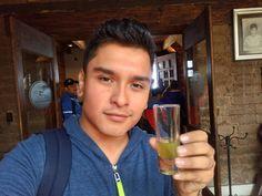 Licor de Kiwi.  #Chignahuapan #PuebloMagico #México #travel #Puebla #Pueblatravel #liquor #kiwi #selfie #boy  #Feriadechignahuapan #photographylovers #photooftheday #photography #photo #pictureoftheday  #photographer #pictures #hdr #xperiaphotoacademy #vsco #vscocam #xperiaphotography #sonyxperiam5 #XperiaM5 #Xperia #InstateXperia #sonyxperia