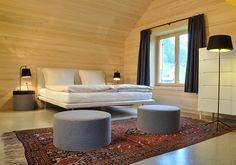 Schneiderei Schoppernau – Zacasa – Wohnideen, Möbel und Inneneinrichtung für ein schöneres Zuhause. Sofa, Couch, Stairs, Interior Design, Furniture, Bergen, Home Decor, Austria, Beds
