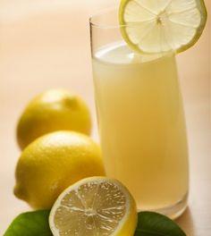 Acqua e limone: 10 benefici per la salute.