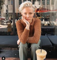 Finally wearing some color Quiff Hairstyles, Short Hairstyles For Women, Cool Hairstyles, Short Hair Cuts, Short Hair Styles, Funky Haircuts, Androgynous Models, Androgyny, Shaved Hair Designs