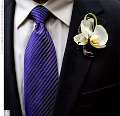 Coordinate your grooms tie with your ceremony's midnight color palette | Photo by: Cheyenne Schultz Photography | Boutonniere: The Place for Flowers
