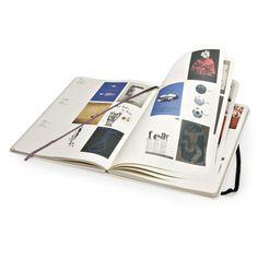 La última libreta-libro de Moleskine es una auténtica gozada para los fanáticos del cartelismo. Desde la mítica firma acaban de lanzar una e...