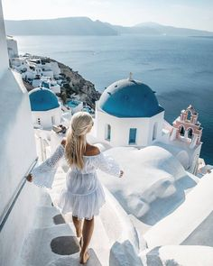 7 Tips to Survive a Long Haul Flight in Economy Are you going on a long hault fl… - Travel Santorini Travel, Greece Travel, Greece Trip, Greece Photography, Travel Photography, Places To Travel, Travel Destinations, Greece Destinations, Greece Outfit