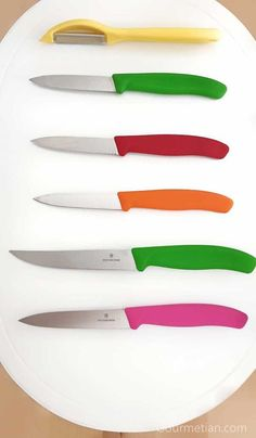 A good paring knife is an essential piece for any cook. The Victorinox utility knife set is the best companion for every chef with Swiss Quality Professional Chef, Utility Knife, Knife Sets, Knife Making, Kitchen Knives, Restaurant, Good Things, Cook
