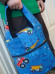 Kids Sunbeam Tote - I so need to make a few of these for the littles to use for carrying their Awana books and bible next year.