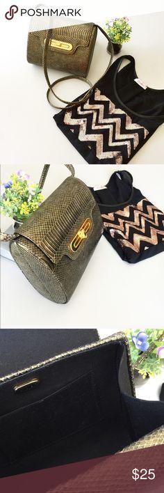 Vintage Faux Snake Shoulder Bag by Andé. This purse is really cool!! Shoulder bag. Beige/Gold color. Excellent vintage condition!...Pet and smoke free home.!🌺 Andé Bags Shoulder Bags