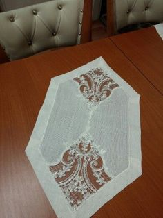 Handmade Crafts, Diy And Crafts, Home Textile, Table Runners, Embroidery Patterns, White Lace, Textiles, Sewing, Crochet