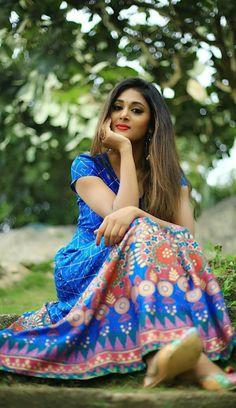 Fashion Tips For Women Beautiful Girl Indian, Beautiful Girl Image, Beautiful Gorgeous, Gorgeous Women, Beautiful Pictures, Girl Photo Poses, Girl Poses, Saree Poses, Beautiful Girl Wallpaper