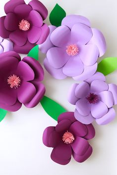 Tutorial Giant Flowers Made With Catulins Materials you will need: Cardboard Pencil Scissors Pistalo of silicone B … Fauna and … Paper Flower Tutorial, Paper Flowers Diy, Flower Crafts, Crafts To Sell, Diy And Crafts, Paper Crafts, Diy Paper, Giant Flowers, Craft Wedding