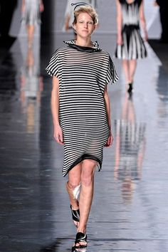 www.vogue.co.uk/fashion/spring-summer-2013/ready-to-wear/issey-miyake/full-length-photos/gallery/15