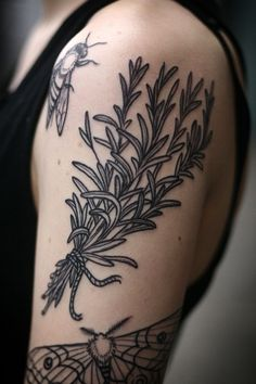 Rosemary tattoo by Alice Carrier of Wonderland Tattoo in Portland, OR, USA. Ink Tatoo, Botanisches Tattoo, Tattoo Band, Arm Tattoos, Piercing Tattoo, Love Tattoos, Beautiful Tattoos, Black Tattoos, Body Art Tattoos