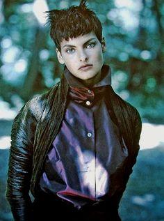 Linda Evangelista by Patrick Demarchelier for Vogue Paris, 1989.