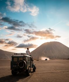 The Bromo Tengger Semeru National Park - Indonesia Travel Enjoying The Sun, The Dunes, Beautiful Places In The World, Van Life, Amazing Photography, Travel Inspiration, National Parks, Places To Visit, Tours