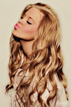 We want to kiss curls at Vain Inc!!  #hair love