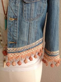 Love Pink Ball Tassel Denim Jacket – Jacket # Love # Tassel - New Site Denim And Lace, Diy Lace On Jeans, Boho Chic, Bohemian Style, Estilo Jeans, Denim Ideas, Denim Crafts, Embellished Jeans, Recycled Denim