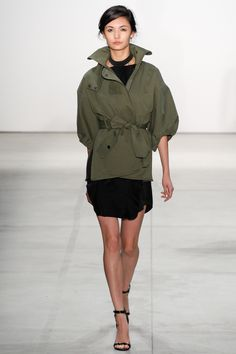 Marissa Webb Spring/Summer 2017 Ready-To-Wear Collection Fashion Weeks, Fashion 2017, New York Fashion, Trendy Fashion, Runway Fashion, Spring Fashion, Fashion Show, Military Fashion, Street Chic