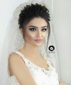 Beauty Makeup, Hair Makeup, Lip Makeup Tutorial, Cute Girls, One Shoulder Wedding Dress, Wedding Hairstyles, Marie, Wedding Dresses, Hair Styles
