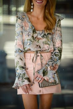 Floral print top Modest Fashion, Skirt Fashion, Love Fashion, Fashion Beauty, Fashion Trends, Spring Summer Fashion, Spring Outfits, Passion For Fashion, Floral Tops