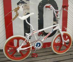 Another Ammaco bike. Vintage Bmx Bikes, Retro Bike, Bmx Bicycle, Cycling Bikes, Fox Racing Logo, Gt Bmx, Bmx Cruiser, Bmx Freestyle, Mongoose