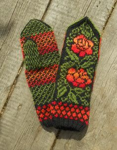 Ravelry: MASHAISL's Ukrainian Roses by Natalia Moreva Knitted Mittens Pattern, Knit Mittens, Knitting Socks, Knitting Stitches, Hand Knitting, Knitting Patterns, Fair Isle Knitting, Winter Accessories, Hand Warmers