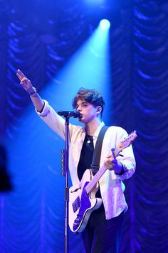 Bradley Simpson Photos - Bradley Simpson of The Vamps performs on stage during Free Radio Hits Live at Arena Birmingham on May 2019 in Birmingham, England. - Free Radio Hits Live - Show The Vamps Concert, Indie Men, Brad The Vamps, Brad Simpson, Bradley Will Simpson, Light Blue Aesthetic, Celebrity Crush, Celebrity News, Perrie Edwards