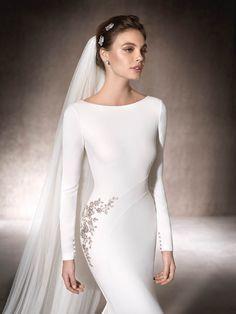 6 Beautiful Wedding Dress Trends in 2020 Wedding Dress Trends, Long Wedding Dresses, Elegant Wedding Dress, Bridal Dresses, Wedding Gowns, Boho Wedding, Bridal Fashion Week, Wedding Styles, Beautiful Dresses