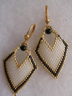 Beadwoven Earring Concave Diamond Black/White FREE by pattimacs