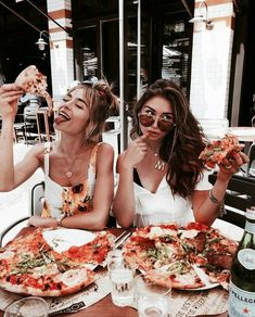 Besties & Pizza 🍕 Tag your BFF 👯♀️ from milenalesecret via . - Besties & Pizza 🍕 Tag your BFF 👯♀️ from milenalesecret via Staci Friedel …, - Bff Pics, Cute Friend Pictures, Friend Photos, Best Friend Fotos, Shotting Photo, Insta Photo Ideas, Insta Ideas, Cute Friends, Friend Goals