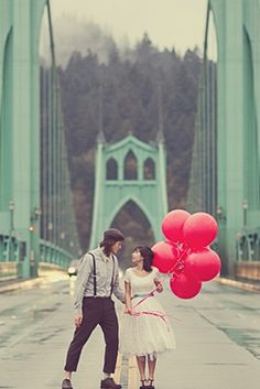 adorable red balloons.... PS This is totally in portland!!!
