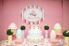 Festa com decoração de Cupcake