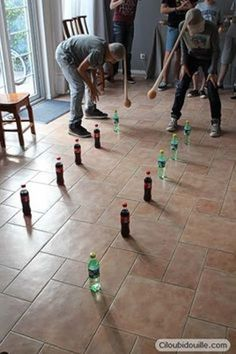 Anniversaire pour adolescents - Ciloubidouille Birthday for teenagers Ciloubidouille: activity idea, leave the bottles with the oscillating orange Youth Games, Team Games, Group Games, Family Games, Games For Groups, Adult Games, Kids Party Games, Fun Games, Games For Kids