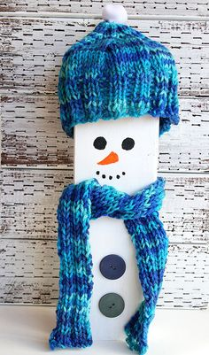 Hand Painted Wooden Snowman with Knitted Blue Hat door CarolaBartz Holiday Wishes, Holiday Gifts, Holiday Decor, Wood Snowman, Gifts For Art Lovers, Christmas Crafts, Christmas Ornaments, Christmas In July, Recycled Wood