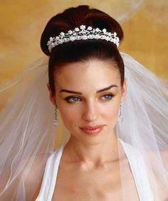 Penteado de casamento preso com véu 2