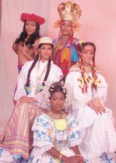 Diversos vestidos tipicos de varias regiones del pais. La pollera blanca, la pollera de lujo, la pollera de los congos y la pollera vazquiña. Flor Fossatti.