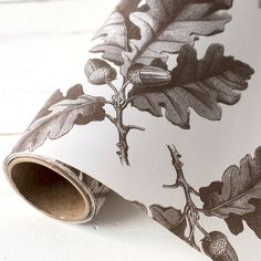 Entertain. design and decorate your table this autumn and winter with this stylishly-designed kitchen paper. This table runner features a brown oak leaves and acorns on an off-white background which provides a quick and easy decorative theme across all your tables. Use it to identify seating assignments instead of table tents and to decorate individual place settings. Paper runners are great for decorating tables, gift wrap, flower wrapping, wallpaper and lining shelves. Each roll measures…