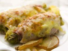 Rolinhos de peru com mozzarella e espargos