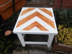 Amazing Conservetry / Side Pallet Table  #entrance #lobby #palletfurniture…