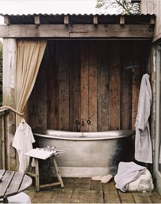 Outdoor Shower Design Plan Outdoor bathtub with shower curtain for privacy. The post Outdoor Shower Design Plan appeared first on Wohnaccessoires. Outdoor Bathtub, Outdoor Bathrooms, Rustic Bathrooms, Outdoor Rooms, Outdoor Living, Chic Bathrooms, Bathroom Vanities, Bathroom Ideas, Soho Farmhouse