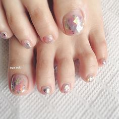 Opting for bright colours or intricate nail art isn't a must anymore. This year, nude nail designs are becoming a trend. Here are some nude nail designs. Minimalist Nails, Pedicure Nails, Diy Nails, Love Nails, Pretty Nails, Style Nails, Happy Nails, Feet Nails, Toe Nail Designs
