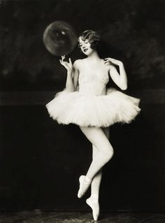 http://diglee.tumblr.com/post/14115356503/vintagegal-helen-brown-by-alfred-cheney