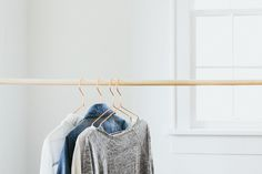 All of the capsule wardrobe know-how... Great info and print outs for beginners!