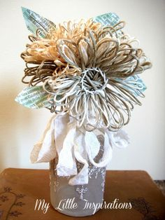 Come realizzare fiori con spago e rafia in stile shabby vintage. How to make shabby vintage twine and raffia flowers. Home Crafts, Diy And Crafts, Twine Flowers, Twine Crafts, Outdoor Flowers, Shabby Vintage, Flower Making, Mind Blown, Plant Hanger
