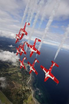 "Canadair Tutor - Royal Canadian Air Force (RCAF), Canada - Snowbirds Demonstration Team Squadron), a. ""The Snowbirds"". Canadian Army, Canadian History, All About Canada, Canadian Things, Canada Day, Royal Air Force, Air Show, Great Pictures, Military Aircraft"