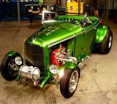 #ford #roadster #best car #legendary car Hot Rods, Classic Hot Rod, Classic Cars, 1932 Ford Roadster, Karting, Pinstriping, Retro Cars, Amazing Cars, Custom Cars