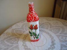 Estamos em um momento que só se fala em sustentabilidade uma linda peça de decoração feita com reciclagem garrafa decorada com casca de ovo peça exclusiva R$ 25,00